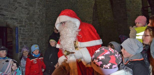 Nach dem Rundgang gab es Süßigkeiten vom Nikolaus (Foto: Britta Gerstendorf/Märkischer Kreis).