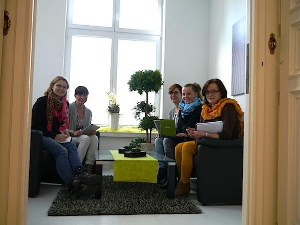 Die bundesweit ersten E-Tourism-Manager haben in Arnsberg erfolgreich ihre Weiterbildung abgeschlossen (Foto: Industrie- und Handelskammer Arnsberg).
