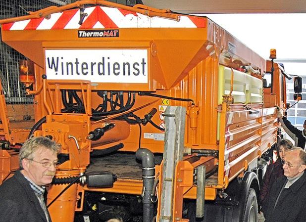 Erstmals im Winter 2014/15 rückten die Fahrzeuge des Kreisbaubetriebshofs zum Winterdiensteinsatz aus (Archiv-Foto: Wilhelm Müschenborn/Kreis Soest).