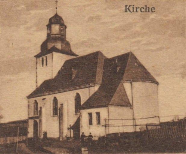 Eine Postkarte der neuerbauten St.-Sturmius-Kirche in Leitmar in der Zeit um 1915.