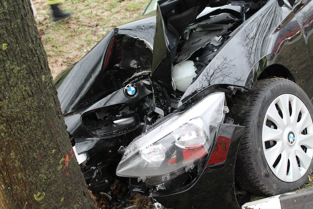 Photo of Nach Schwächeanfall vor Baum gefahren
