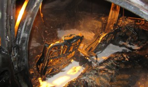 Soest: Feuerwerkraketen entzünden Pkw