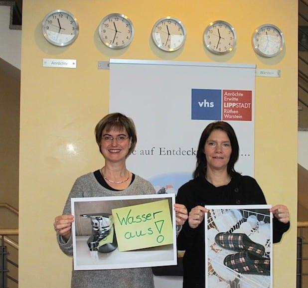 Frauke Mönkeberg, VHS-Leitung, und Sonja Steinbock, Demenz-Servicezentrum Münsterland (v.l.) - Foto: Stadt Lippstadt.