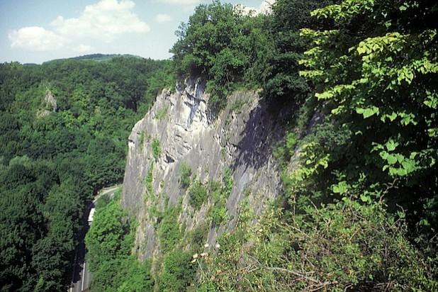 Kalkfelsen im Naturschutzgebiet Hönnetal (Foto: M. Bußmann/Märkischer Kreis)