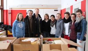 Kreis überreicht Weihnachtspäckchen an Flüchtlinge
