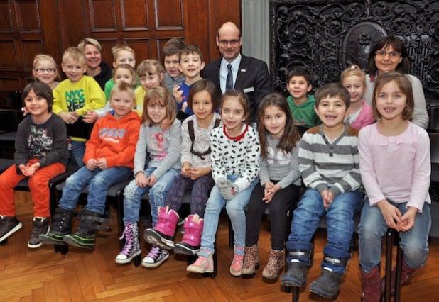 Viel zu erfahren und zu entdecken gab es für die Vorschulkinder des Kindergartens St. Pius, die Bürgermeister Christof Sommer in dieser Woche im Rathaus einen Besuch abstatteten (Foto: Stadt Lippstadt).