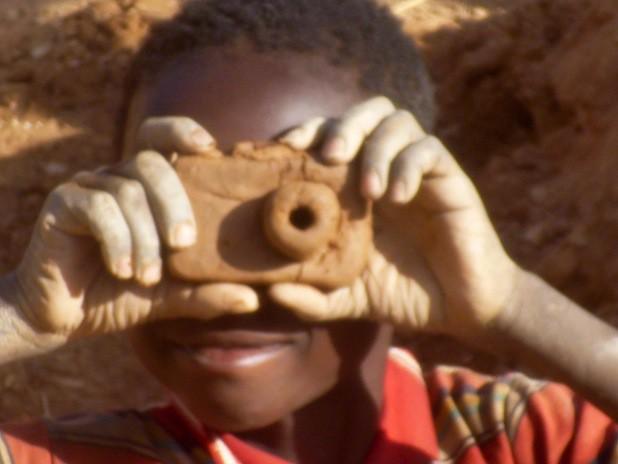 Die Ausstellung in Attendorn zeigt Motive, die Kinder und Jugendliche in Burkina Faso fotografiert haben. Copyright: Franceline Ilbodo