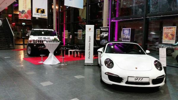 Edle Karossen vom Porsche Zentrum Siegerland. Ablenkung für die Männer, wenn die Frauen sich ungestört um ihr Brautkleid kümmern wollen ...