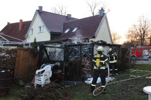 Die Gartenlaube wurde durch die Flammen völlig zerstört (Foto: Kreispolizeibehörde Soest).