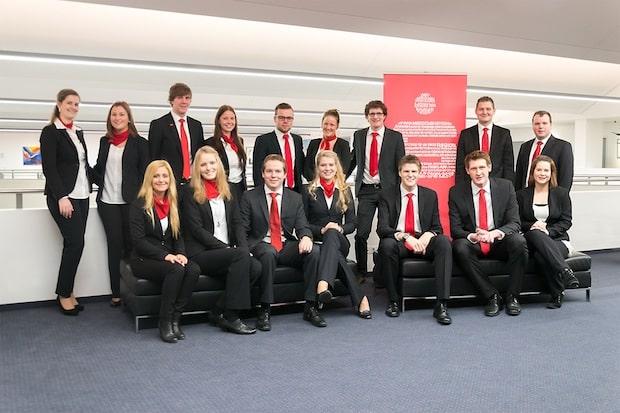 Photo of Junge Bankkaufleute starten durch