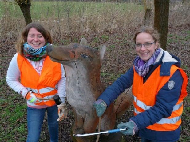 Christina Wulf und Kathrin Militzer freuen sich schon auf vier erlebnisreiche Tage im Arnsberger Wald (Foto: Stadt Lippstadt).