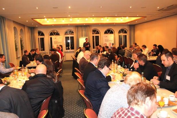 Foto: Auf der Gründungsveranstaltung konnten 70 Gäste begrüßt werden. Die 20 Gründungsunternehmer zeigten dass ihr neues Olper BNI Netzwerk schon ein funktionierendes und ernstzunehmendes  Marketinginstrument ist - 45.000 EUR Umsatz und mehr als 40 Geschäftsempfehlungen waren der beste Beweis.