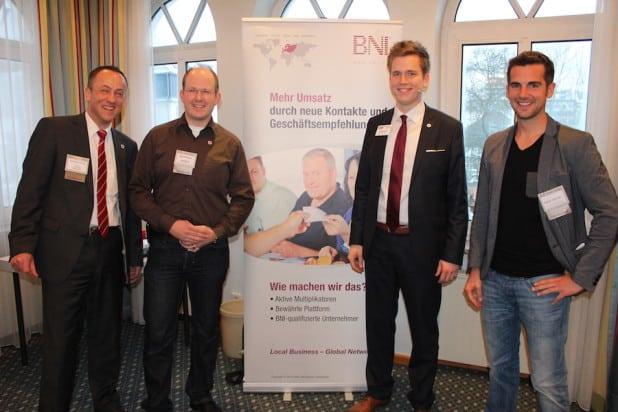 Foto (vlnr): Wolfram Jung (Schatzmeister) - Marco Stamm (Mitgliederkoordinator) - Benedikt Grütz (BNI Regionaldirektor) und Robin Heintze (Chapterdirector) freuten sich über einen erfolgreichen Start beim BNI Olpe.