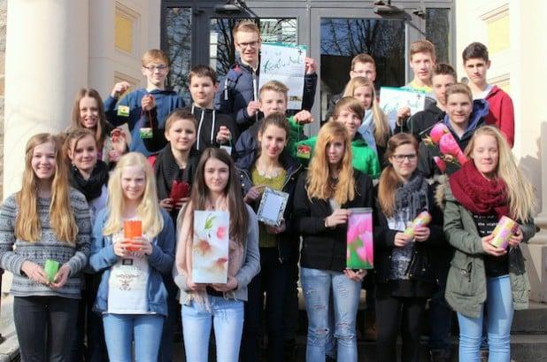 """Die Schülerfirma """"Mülldesign"""" des Rivius Gymnasiums Attendorn beteiligt sich am 17. Attendorner Kreativmarkt, der am Samstag, 7. März 2015, und am Sonntag, 8. März 2015, in der Stadthalle stattfindet (Foto: Hansestadt Attendorn)."""
