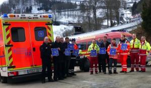 112: Notrufnummer gilt europaweit – Aufkleber auf Einsatzfahrzeugen