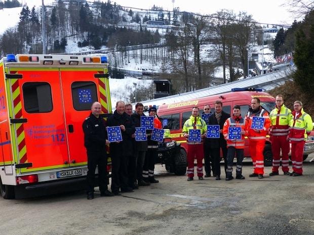 Photo of 112: Notrufnummer gilt europaweit – Aufkleber auf Einsatzfahrzeugen