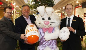 Online-Versteigerung von signierten Ostereiern