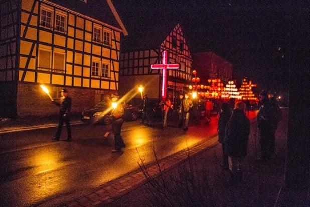Die Hallenberger Osternacht zieht sehr viele Menschen in ihren Bann (Foto: Ferienwelt Winterberg).