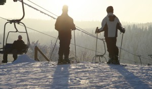 Dicke Schneedecke, Sonne, ein paar Schneeflocken und Snowboard Weltcup