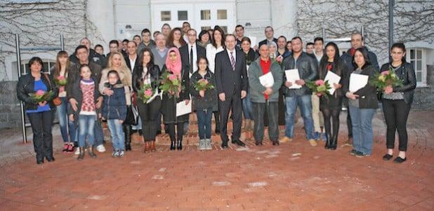 41 Frauen und Männer erhielten bei der jüngsten Feier ihre Einbürgerungsurkunden (Foto: Hendrik Klein/Märkischer Kreis).