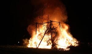 (16) Das Osterfeuer: Südwestfalen ist Feuer und Flamme