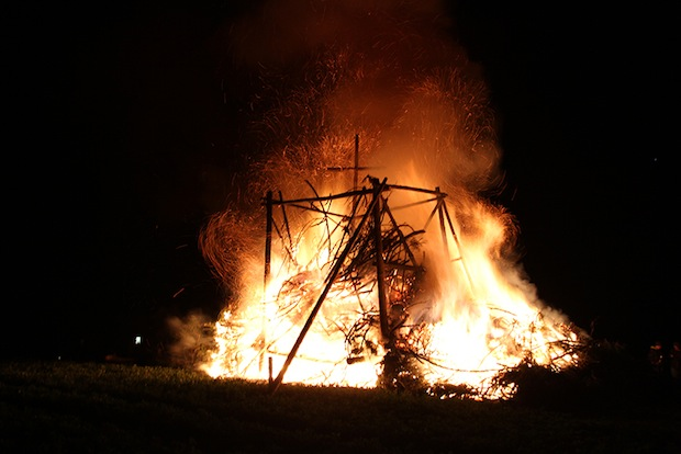 Osterfeuer sind im Sauerland sehr beliebt (Foto: Ferienwelt Winterberg).