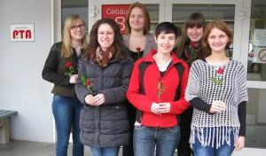 13 Absolventinnen fit für die Apotheke