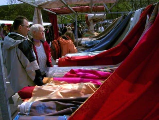 Bunte Farben am laufenden Meter - der Stoffmarkt in Soest (Foto: Wirtschaft & Marketing Soest GmbH)