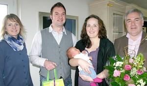 500. Babybegrüßungspaket: Jede Menge Informationen für Malenas Familie