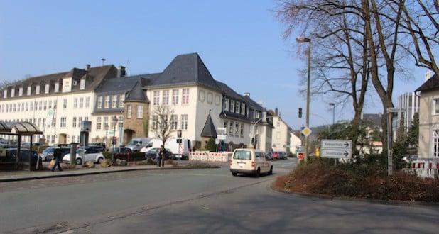 In den anstehenden Osterferien kommt es in Attendorn zu Verkehrsbehinderungen auf der Windhauser Straße im Bereich des Parkplatzes Feuerteich im Einmündungsbereich Westwall/Nordwall (Foto: Hansestadt Attendorn).