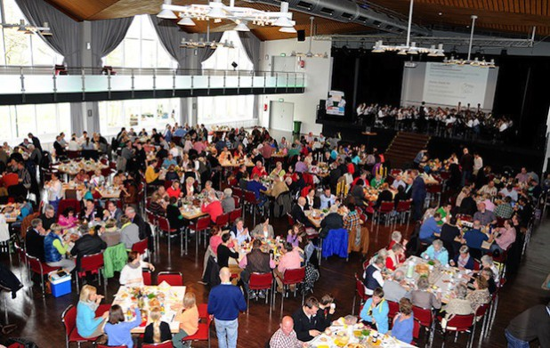 """Das 1. Olsberger Bürgerfrühstück vor zwei Jahren war ein voller Erfolg (Foto: Stiftung """"Wir in Olsberg"""")."""
