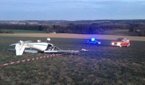 Leichtflugzeug abgestürzt: Pilot lebensgefährlich verletzt