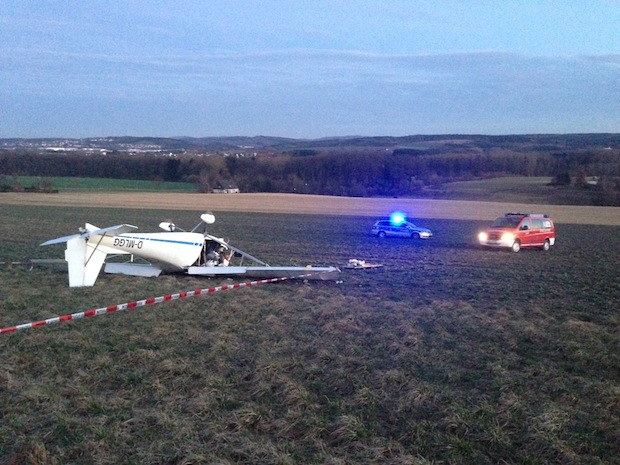 Photo of Leichtflugzeug abgestürzt: Pilot lebensgefährlich verletzt