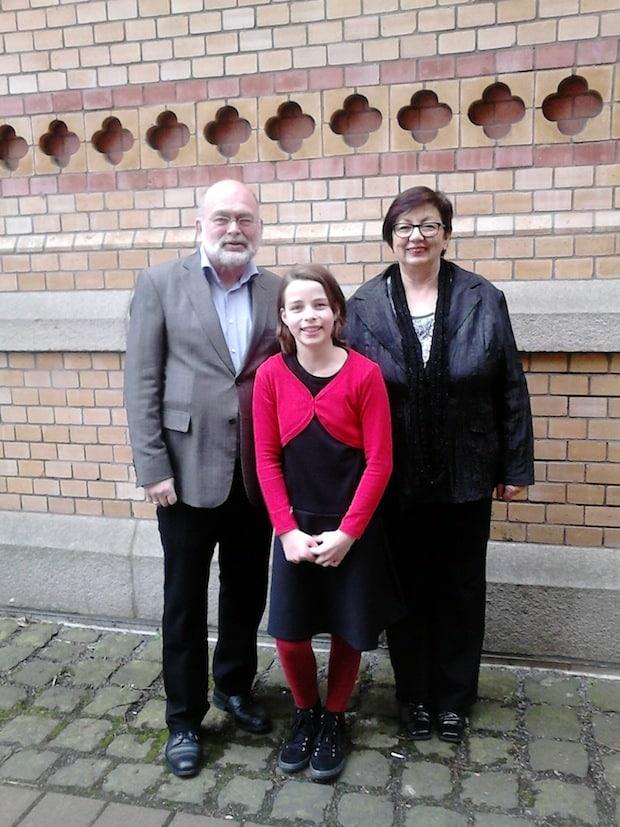 Ein beachtlicher Erfolg für die Schülerin der Musikschule der Hansestadt Attendorn, Lea Dolligkeit, sowie für ihren Querflötenlehrer Matthias Brenne und die Klavierlehrerin Marina Mitrusic (Foto: Hansestadt Attendorn).