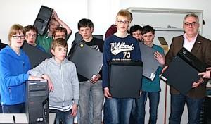 Zwölf Computer für die Schule an der Ruhraue
