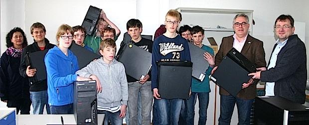 Photo of Zwölf Computer für die Schule an der Ruhraue