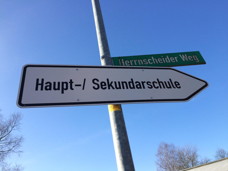 """Ein Wegweiser war in Sachen Mediennutzung auch die Informationsveranstaltung """"Jugendliche im Netz"""". Foto: Sven Oliver Rüsche"""
