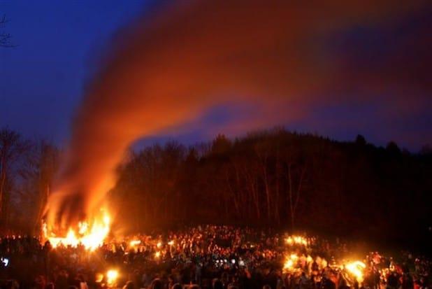 Das Osterfeuer in Arnsberg (Foto: