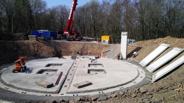 """Mit dem Hochbau für den neuen Hochbehälter """"an der Höh"""" wurde am Donnerstag, 16. April 2015, begonnen. Der Abschluss der Arbeiten ist bis Anfang 2016 vorgesehen (Foto: Stadtwerke Lüdenscheid/ENERVIE)."""