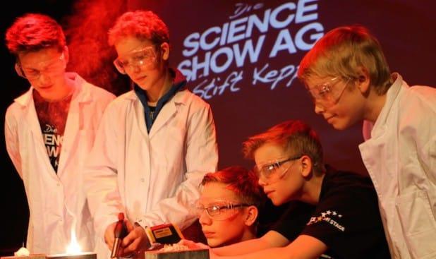 Brennender Spitzer: Die Science Show des Gymnasiums Stift Keppel (Hilchenbach) - Foto: Phänomenta Lüdenscheid