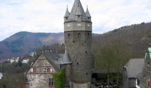 Altena feiert ein Jahr Burgaufzug