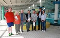 Geschenke im Familienbad: 3-Millionster Badegast begrüßt