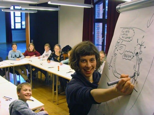 Nicht nur die Teilnehmer des Zeichenkurses, sondern auch Greg-Zeichnerin Charlotte Hofmann waren mit viel Spaß und Phantasie bei der Sache (Foto: Stadt Lippstadt).