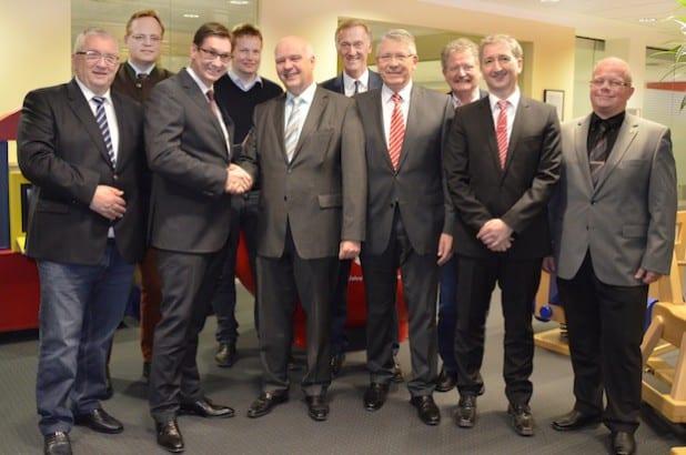 Personen auf dem Bild von links: Jürgen Dörner, Thorsten Hegener, Volker Arens, Dirk Lahrmann, Meinolf Ewers, Peter Schulte, Heinz-Dieter Tschuschke, Karl Douteil, Frank Hohmann & Christof Richter (Foto: Stadtmarketing Meschede e.V.)