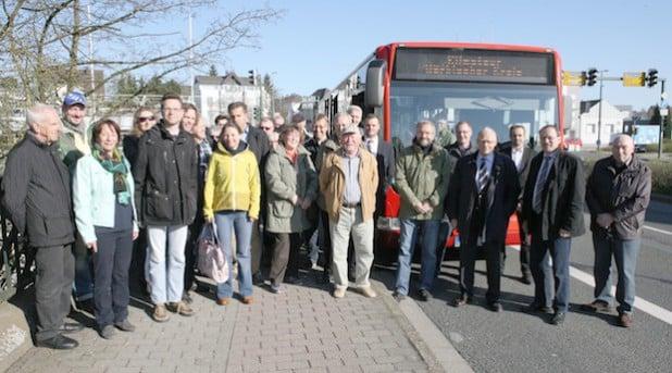 Die Teilnehmerinnen und Teilnehmer der KlimaTour starteten am Lüdenscheider Kreishaus (Foto: Hendrik Klein/Märkischer Kreis).