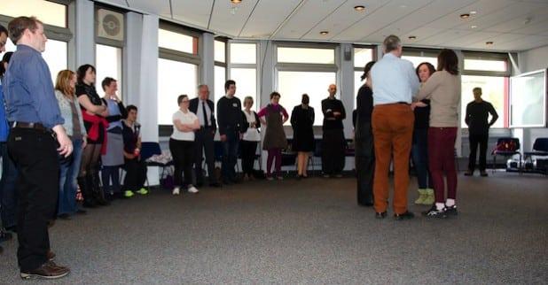 In einzelnen Gruppen diskutierten die Teilnehmenden, welche Schritte auf dem Weg der Inklusion wichtig und möglich sind (Foto: LWL/Althaus).