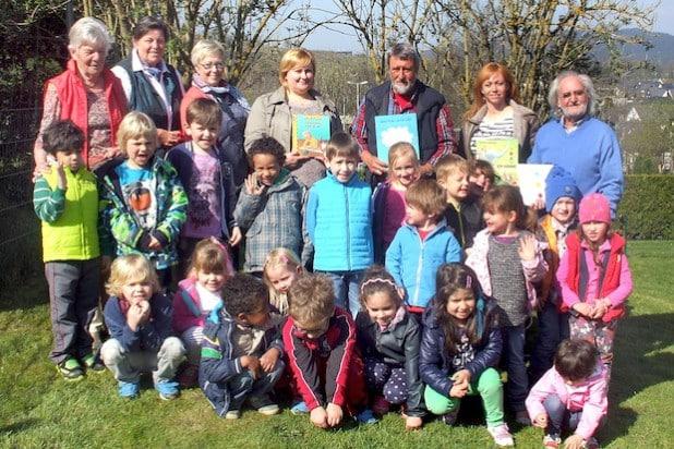 """Zum """"Tag des Buches"""" waren die Lesepaten zu Gast im Städtischen Familienzentrum Olsberg (Foto: Stadt Olsberg)."""