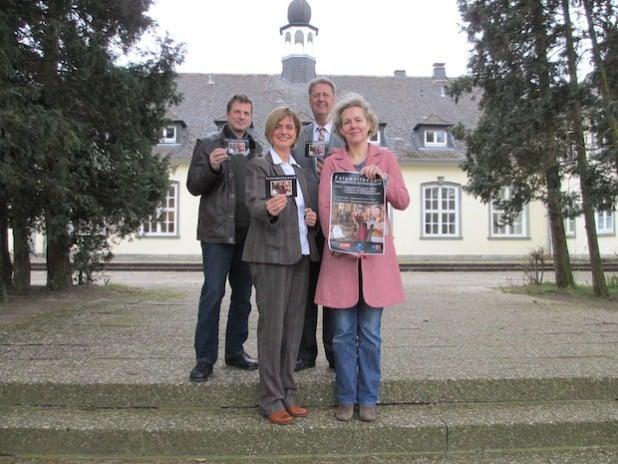 Kooperationspartner Christian Theopold, Fotograf, Frauke Mönkeberg, VHS-Leitung, Antonius Ernst, CEWE, Silke Wissen, Dreifaltigkeits-Hospital (von links) - Foto: Stadt Lippstadt.