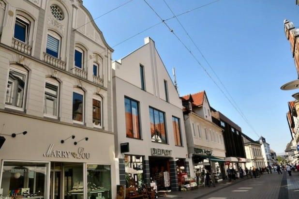 Das Gebäude Lange Straße 22 (DEPOT) ist eines von vielen positiven Beispielen einer Neugestaltung in der Altstadt, das die Vorgaben aus der Gestaltungssatzung berücksichtigt (Foto: Stadt Lippstadt).