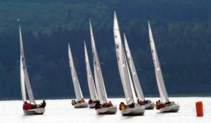 Segeln, surfen, tauchen – der Möhnesee bietet vielfältige Wassersportmöglichkeiten